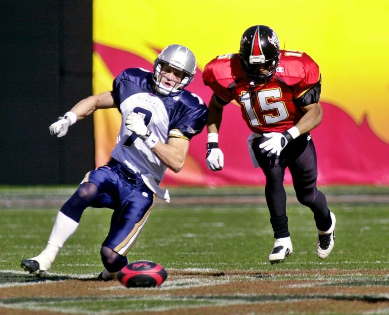 Los Angeles Xtreme wide receiver Todd Doxzon and San Francisco Demons wide receiver Jimmy Cunningham run for Coin Flip Challenge in the first quarter, Sunday, Feb. 4, 2001 in San Francisco in their first XFL game. The Xtreme won the Challenge.